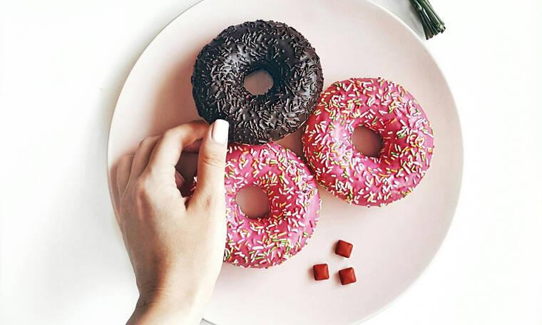 Τα πιο αφράτα ντόνατς χωρίς ζύμωμα που δοκίμασες ποτέ