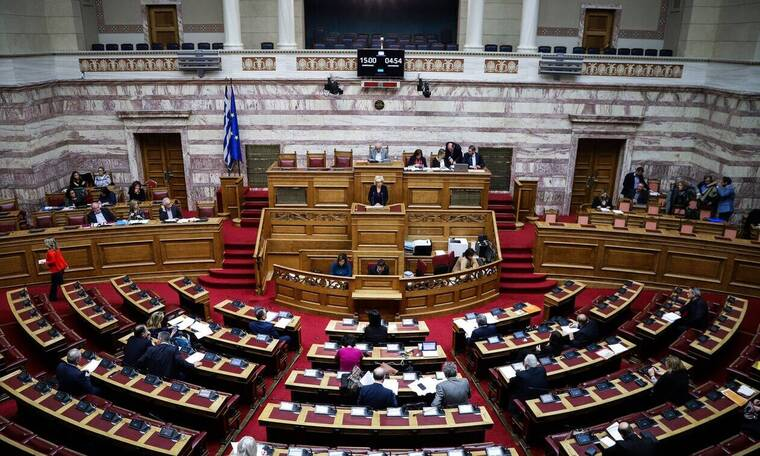Πρώην Έλληνας βουλευτής παντρεύτηκε τη σωματοφύλακά του (Pics)