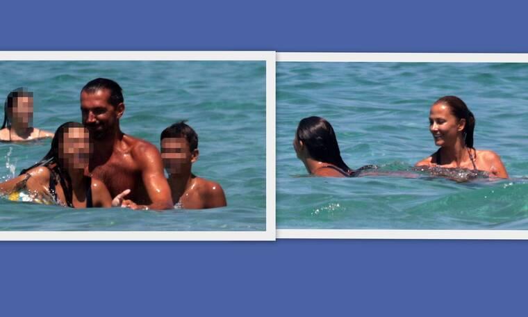 Στογιάκοβιτς-Καμηλά: Ξέγνοιαστες στιγμές με τα παιδιά τους στη θάλασσα (photos)