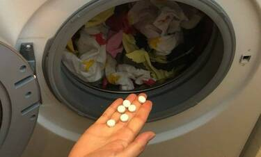 Βάζει ασπιρίνες στο πλυντήριο - Μόλις δείτε γιατί θα το κάνετε κι εσείς (photos)