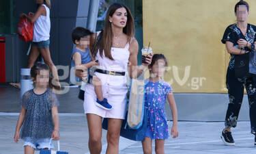 Σταματίνα Τσιμτσιλή: Βόλτα και ψώνια με τα παιδιά της – Δείτε πόσο έχουν μεγαλώσει (photos)