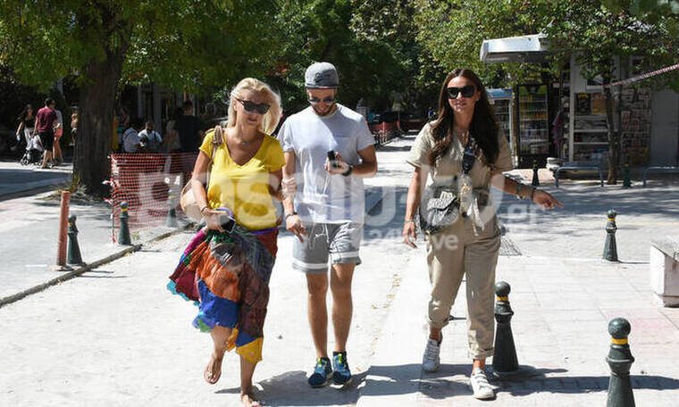 Κατερίνα Γκαγκάκη-Ελένη Τσολάκη: Βόλτα με διαφορετικό στυλ για τις δύο συνεργάτιδες (photos)