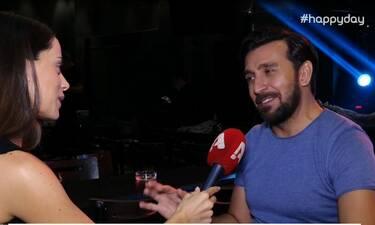 Θάνος Πετρέλης: «Σε συναυλία μου, μου εκσφενδόνισαν ένα σουτιέν» - Η απίστευτη αντίδρασή του (Video)