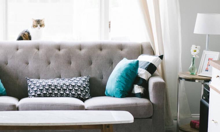 10 ιδέες που θα  κάνουν το σαλόνι σου φωτεινό και χαρούμενο σε γκρι αποχρώσεις