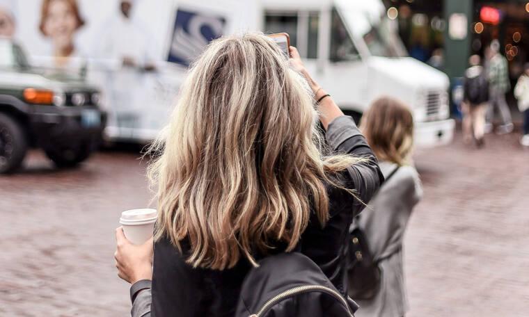Πώς να διαχειριστείς μια κρίση πανικού όταν ταξιδεύεις μόνη σου
