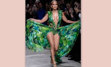 H Lopez ξαναγράφει ιστορία! Φορά ξανά το φόρεμα-ζούγκλα του Versace και κόβει τις ανάσες(Pics-video)
