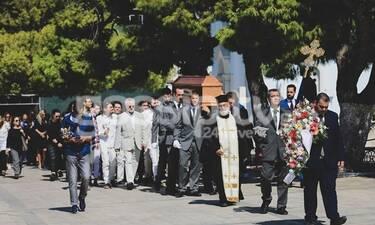 Το τελευταίο αντίο στον ποιητή Νάνο Βαλαωρίτη - Συντετριμμένη η οικογένειά του (photos)