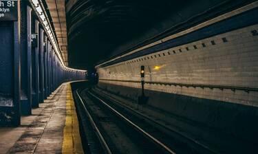 Τραγωδία στο Μετρό: Νεκρός 45χρονος πατέρας - Πήδηξε στις γραμμές μαζί με την κόρη του (pics)