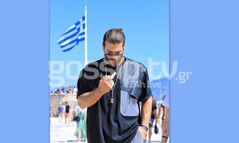 Σάλος με την άσεμνη χειρονομία του Τζαν Γιαμάν με φόντο την ελληνική σημαία (Photos)