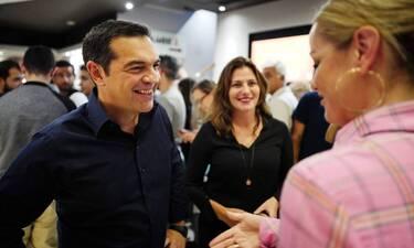 Ο Αλέξης Τσίπρας και η Μπέττυ Μπαζιάνα στον κινηματογράφο (photos)