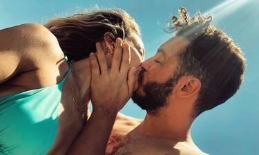 Το «καυτό» φιλί των νιόπαντρων που «τρέλανε» το Instagram (Photos)