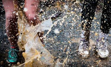 Πώς θα καθαρίσεις τα παπούτσια από τη λάσπη (video)