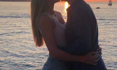 Αν πιστεύεις πως ο γάμος «σκοτώνει» τον έρωτα μετά από αυτή τη φωτό του ζευγαριού θα… αναθεωρήσεις