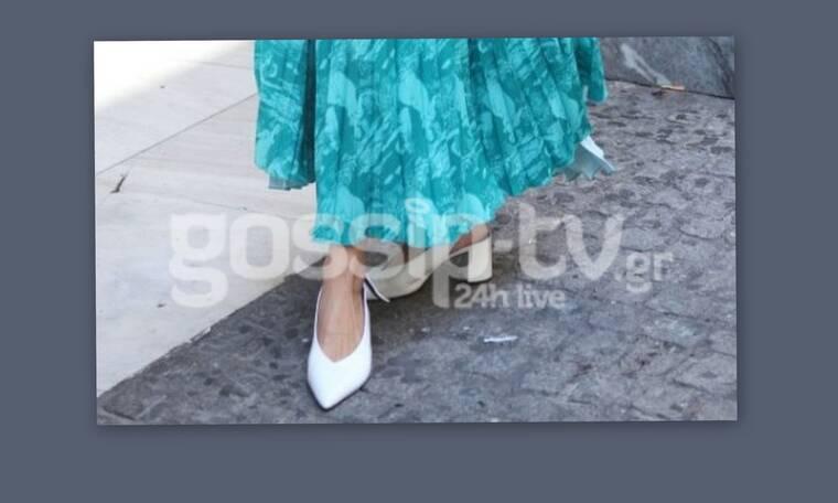 Είπαμε οι λευκές γόβες είναι στη μόδα, αλλά ο συνδυασμός που έκανε η ηθοποιός μάς… σκότωσε (Photos)