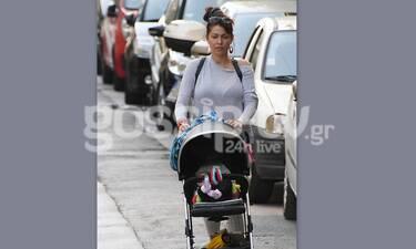 Κλέλια Ρένεση: Δείτε την για πρώτη φορά σε βόλτα με την κόρη της! (photos)