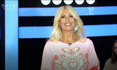Ένας για όλους: Η Μπακοδήμου έκανε πρεμιέρα! Η λαμπερή εμφάνισή της και... ο Αντετοκούμπο! (video)