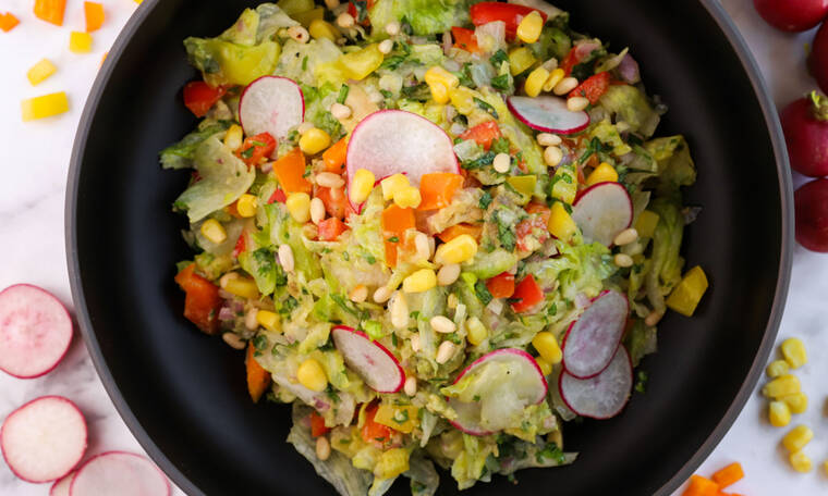 Υπέροχη σαλάτα με αβοκάντο από τον Γιώργο Τσούλη