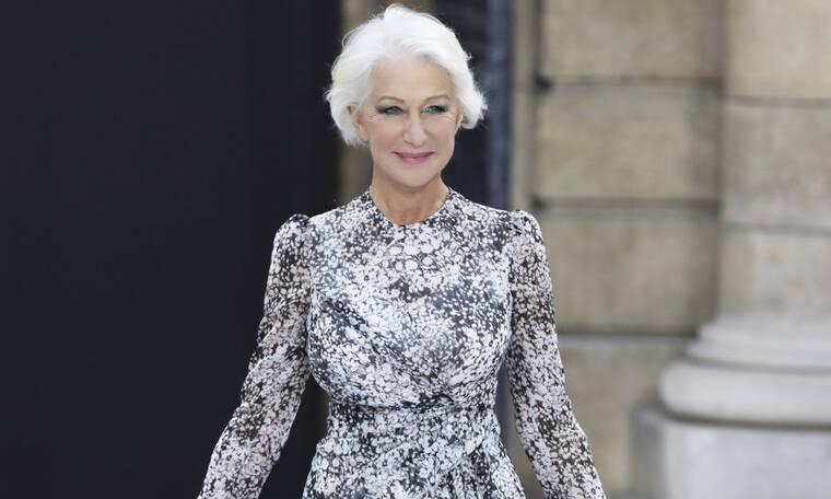 Η ηθοποιός Helen Mirren ανοίγει την τσάντας της και δεν φαντάζεσαι τι έχει μέσα