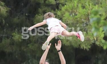 Παιδί σε... πτήση από τον μπαμπά του μπροστά στα μάτια της πασίγνωστης Ελληνίδας μαμάς του! (photos)