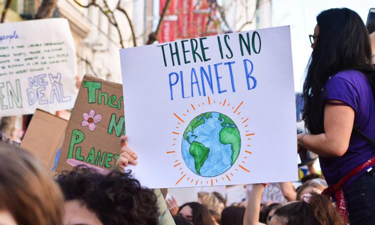 Η κόρη διάσημης ηθοποιού διαδήλωσε για την κλιματική αλλαγή και μάντεψε ποια είναι