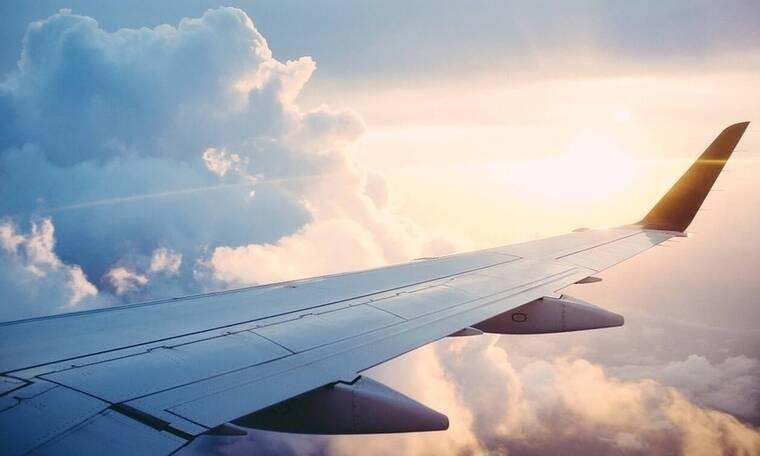 Σάλος σε πτήση: Δείτε τι έκανε ασυγκράτητο ζευγάρι - «Πάγωσαν» οι επιβάτες (pics)
