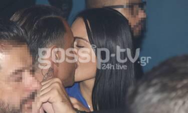 Αυτό είναι το νέο ζευγάρι της showbiz! «Καυτά» φιλιά στα μπουζούκια (Photos)
