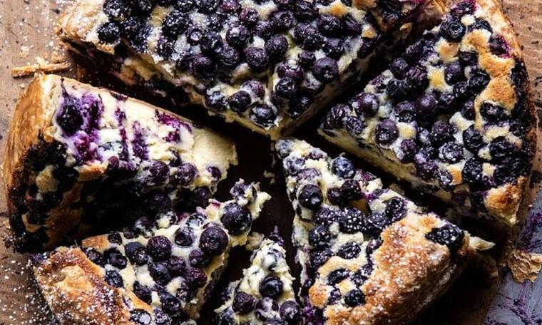 Ένα διαφορετικό cheesecake με μύρτιλλα που θα σε ξαφνιάσει ευχάριστα