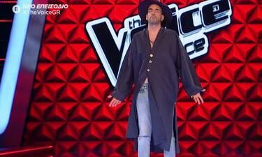 The Voice: Το είδαμε κι αυτό! Δείτε τι έκανε ο Πάνος Μουζουράκης επί σκηνής και θα λιώσετε(pics&vid)