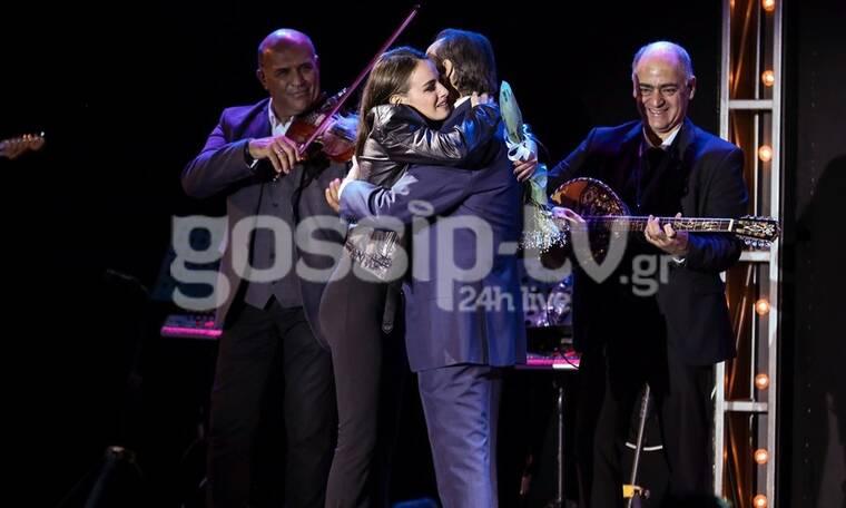 Τόλης Βοσκόπουλος: Η επιτυχημένη συναυλία στο θέατρο Άλσος και οι τρυφερές αγκαλιές με την κόρη του!