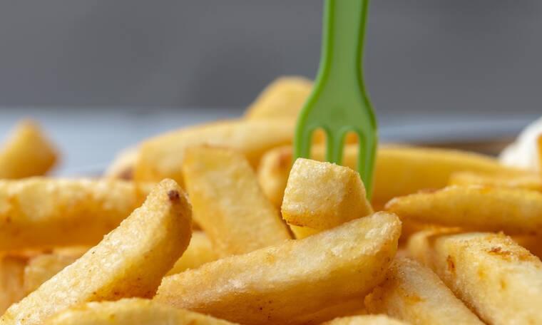 Για τις πιο νόστιμες τηγανιτές πατάτες πρέπει να προσθέσεις μόνο ένα υλικό (video)