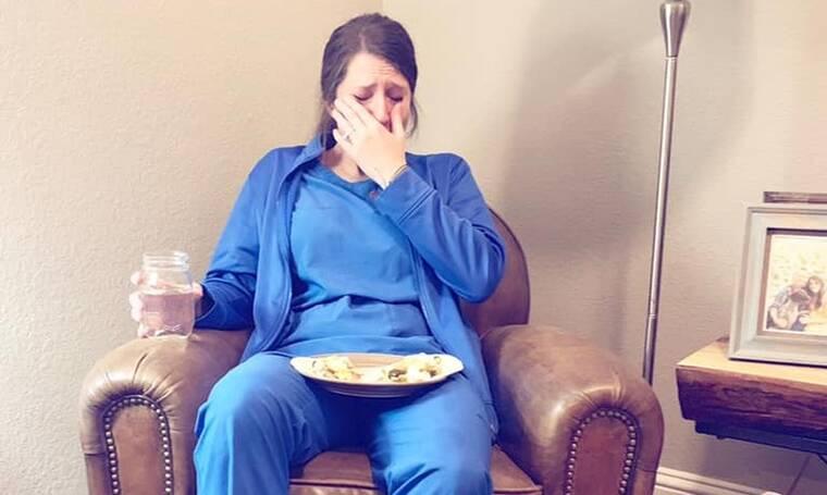 Η φωτογραφία της νοσοκόμας που έγινε viral στο Facebook- Αξίζει να μάθετε τον λόγο (photos)