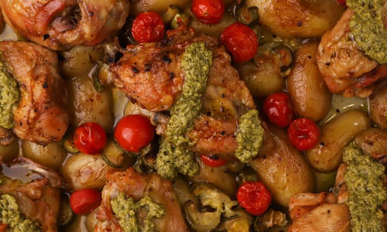 Λαχταριστό κοτόπουλο στο φούρνο με λαχανικά και πέστο βασιλικού