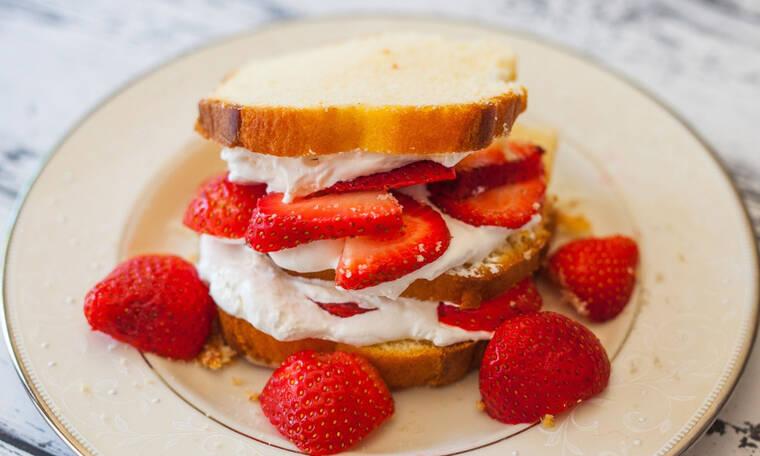 Γαλλικό τοστ με φράουλες: το πιο νόστιμο και γρήγορο πρωινό για να ξεκινήσει υπέροχα η ημέρα σου