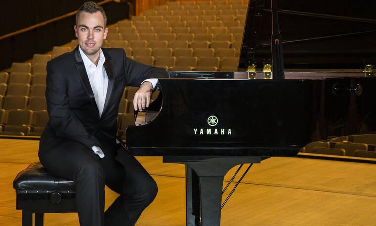 Η απίστευτη ιστορία του πιανίστα με το ένα χέρι