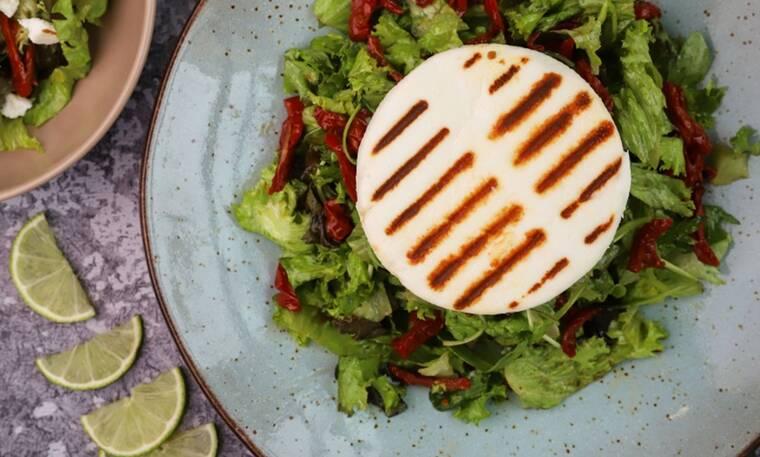 Πεντανόστιμη σαλάτα με μανούρι από τον Γιώργο Τσούλη