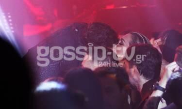 Ρουβάς - Ζυγούλη: Τα καυτά φιλιά στην πρεμιέρα του τραγουδιστή (Photos)