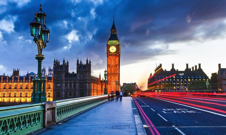 Εγκατέλειψε τα τηλεοπτικά πάνελ και μετακόμισε στο Λονδίνο (photos)