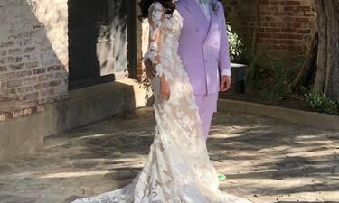 Αυτός ο γάμος τα είχε όλα! Το ροζ κοστούμι και το νυφικό υπερπαραγωγή (Photos)