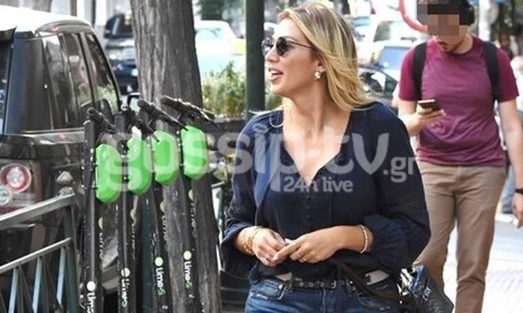 Κωνσταντίνα Σπυροπούλου: Φόρεσε την απόλυτη τάση της σεζόν και πήγε στο Κολωνάκι (photos)