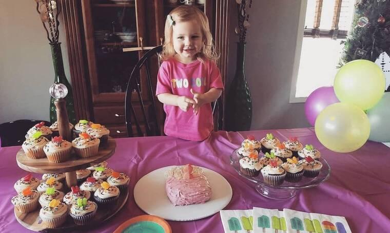 Ανείπωτη θλίψη. Πέθανε η δυο ετών κόρη γνωστού τραγουδιστή (photos)