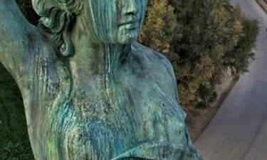 Δεν θα πιστέψεις τι άγαλμα υπάρχει στην Ελλάδα