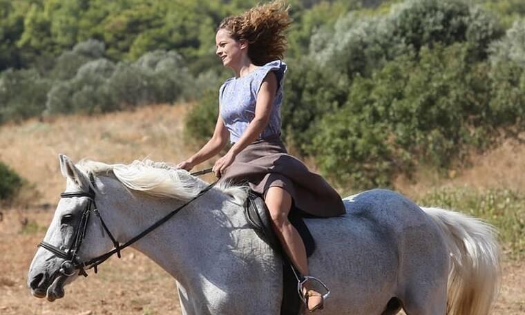 Άγριες Μέλισσες: Η Έλλη Τρίγγου στο gossip-tv.gr: «Θα δούμε την Ασημίνα να… αλλάζει» (Photos)