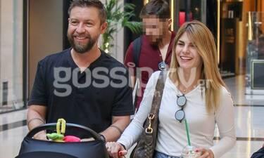Γιάννης Βαρδής - Νατάσα Σκαφίδα: Βόλτα με το νεογέννητο παιδί τους - Μια ευτυχισμένη οικογένεια!
