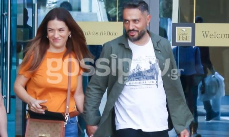Ωραίο το ζευγάρι αλλά δώσε την προσοχή σου στην τσάντα της Λασκαράκη - Θα σε συγκλονίσει! (Photos)