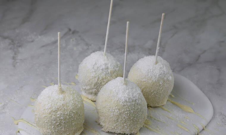 Μήλα με επικάλυψη σοκολάτας και καρύδας- Γλυκιά συνταγή από τον Τσούλη