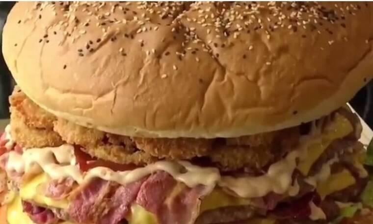 Αν φας αυτό το μπέργκερ θα πάρεις 300 ευρώ! Νομίζεις πως μπορείς; (pics+vid)