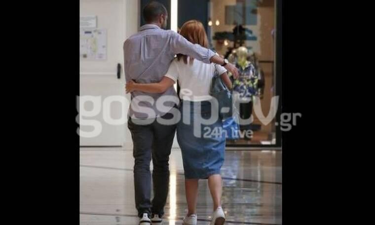 Μαρία Ηλιάκη - Στέλιος Μανουσάκης: Αγκαλιασμένοι και ερωτευμένοι σε εμπορικό κέντρο (photos)