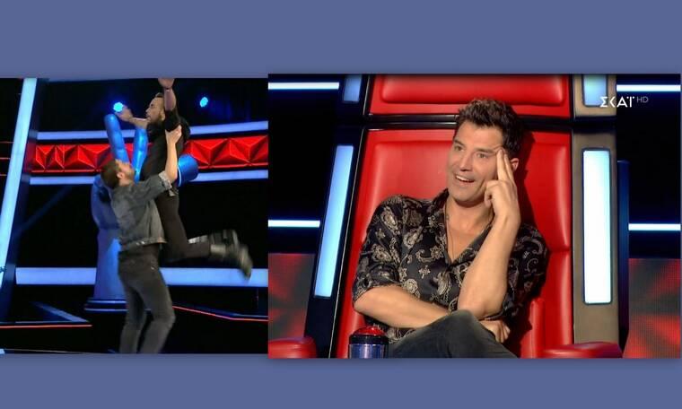 The Voice: Ο Πάνος Μουζουράκης έκανε ακροβατικά και τρέλανε τους πάντες (Video & Photos)