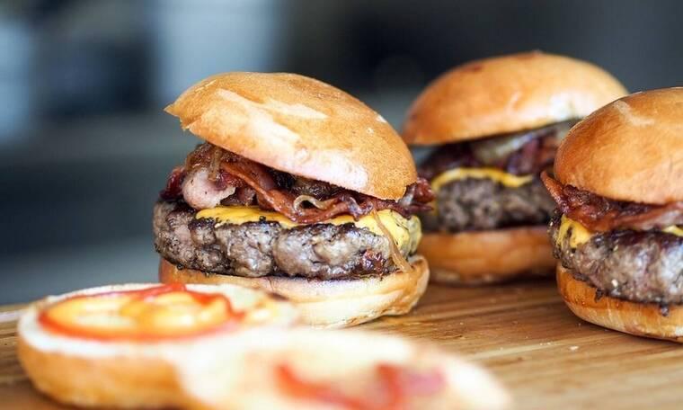 Ερωτικό σκάνδαλο σε πασίγνωστη αλυσίδα fast-food: Η πέτρα του σκανδάλου και η απόλυση του CEO