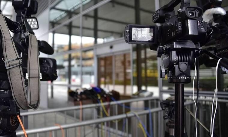 Απρόοπτο για Έλληνα δημοσιογράφο την ώρα του ρεπορτάζ – Τι έπαθε; (photos)